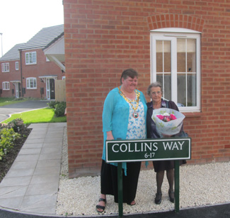 Eric Collin's widow, Winnie and Chairman of the Council, Catherine McLaughlin